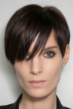 17 Feminine Super Flattering Short Hairstyles For Long Faces within ucwords]