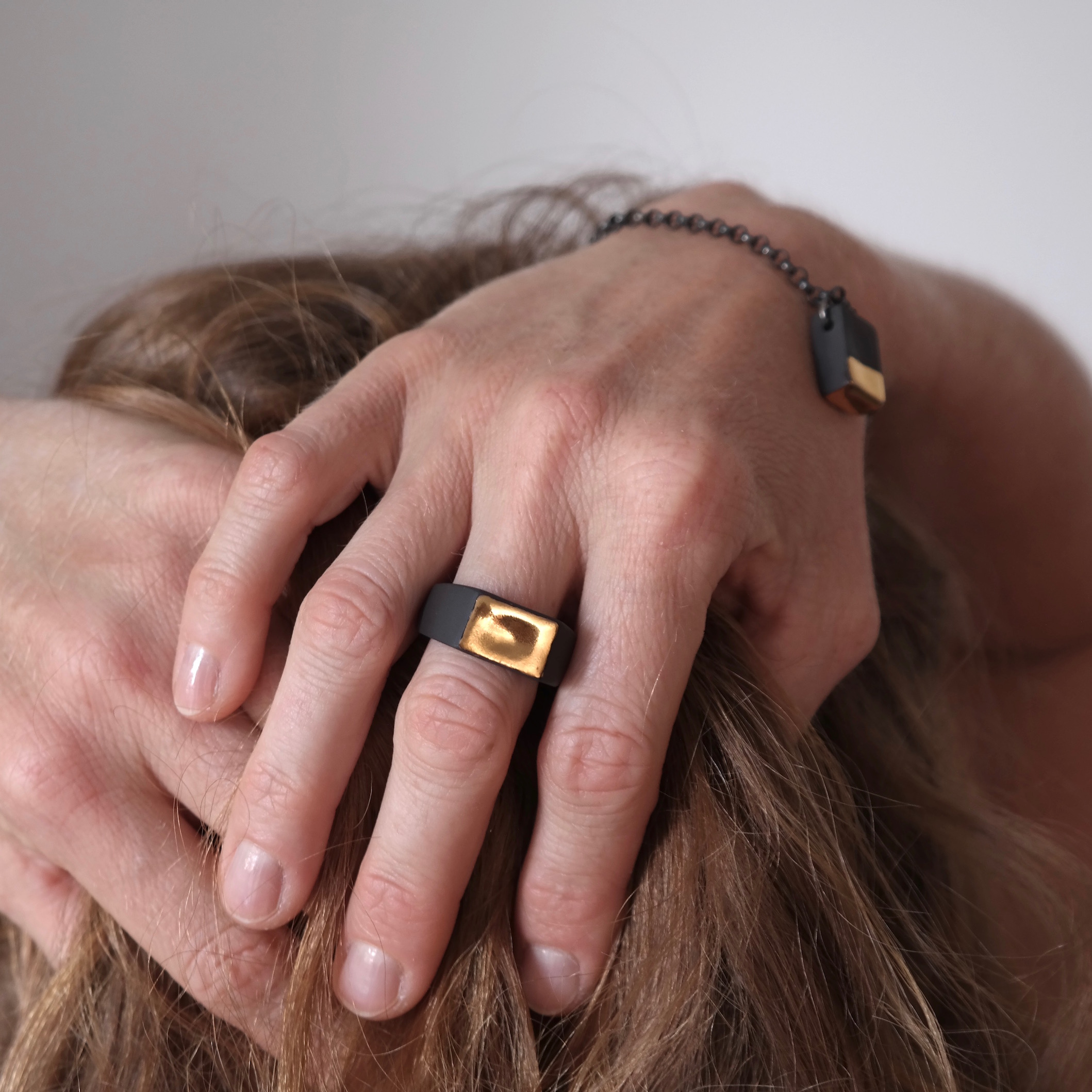 Signet ring and bracelet gold