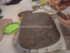 decoração em alto relevo na ceramica artistica