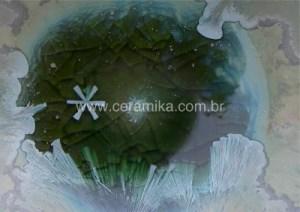 detalhe de cristal em esmalte ceramico