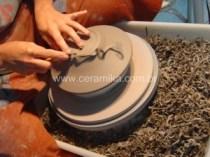 acabamento de peça modelada em argila