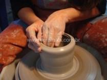 modelagem de argila em torno eletrico