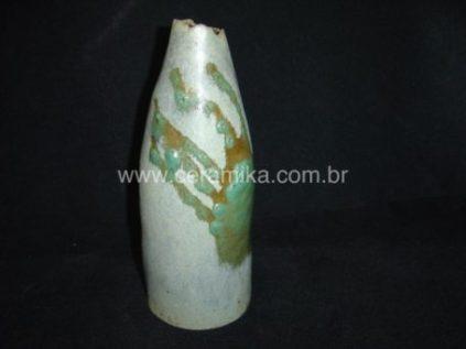 garrafa modelada em stoneware