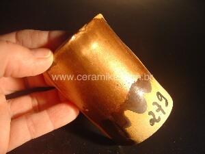 esmalte ceramico com efeito de brilho do ouro