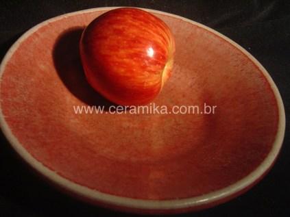 prato ceramico com esmalte vermelho