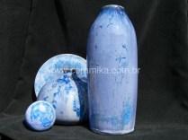 cristais azuis no vidrado ceramico
