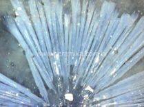 cristais azuis em vidro ceramico