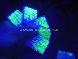 esmaltes com efeitos especiais em luz UV