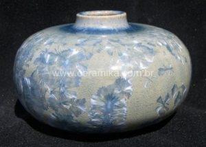 Vaso em cerâmica de alta temperatura com grandes cristais azuis de cobalto