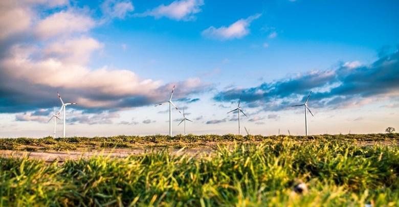 https://cdn.pixabay.com/photo/2016/02/19/10/38/wind-farm-1209335_1280.jpg