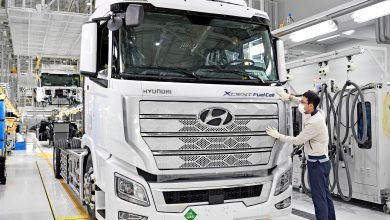 Photo of World's First Fuel Cell Heavy-Duty Truck, Hyundai XCIENT Fuel Cell, Heads to Europe for Commercial Use