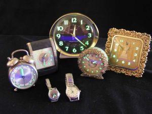 Relojes con pintura de radio bioluminiscente.