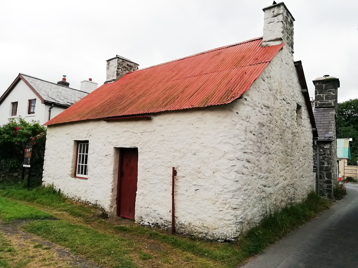 Llanon Museum Cottage is a rare example of a typical 18th century Ceredigion cottage.