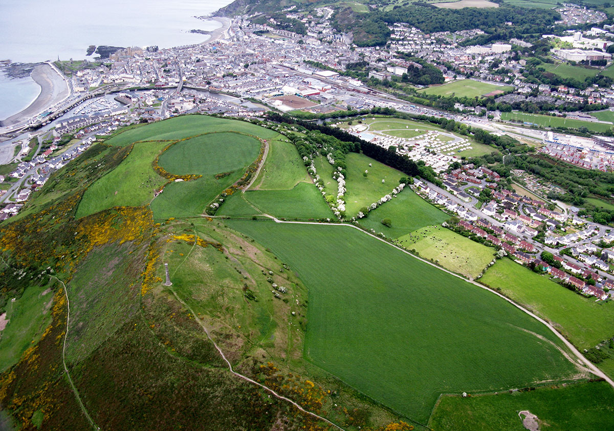 Pendinas Hillfort Aberystwyth - Discover the archaeology, antiquities and history of Ceredigion