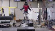 En dengeli insansı robot görüntülendi