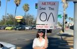 Genç kadın Netflix önünde açlık grevine başladı!