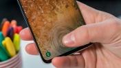 Samsung ters çentikli ekran ile şaşırttı