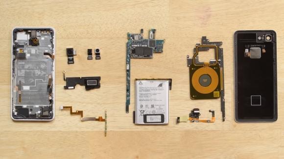 Pixel 3 XL parçalarına ayrıldı, içinden Samsung çıktı!