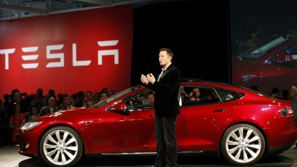 Tesla otonom sistemlerini geliştiriyor!