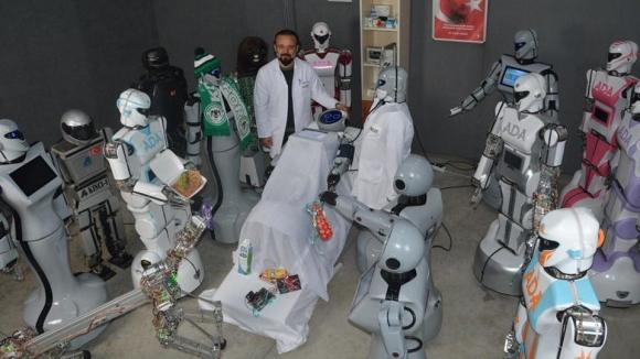 Sahneden düşen robota etli ekmekli hasta ziyareti!