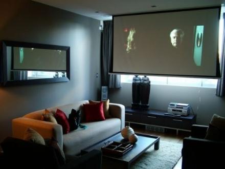 Ev ve iş yerleri için uygun fiyata 4K projeksiyon!