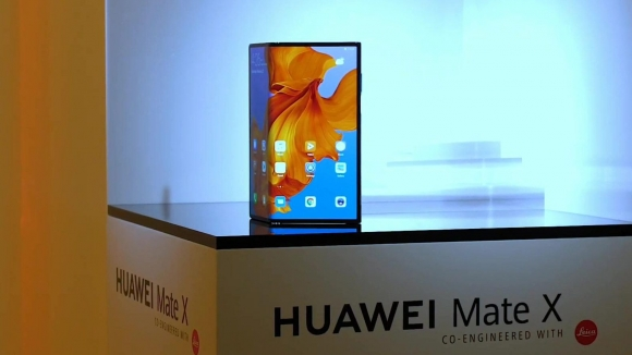 Huawei'nin yeni katlanabilir telefonu gözüktü!