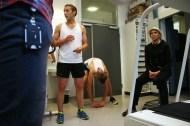"""To av løperne på """"Kung Sture"""" tester kondisen på NextMove kjernefasilitet før St. Olavsloppet. Foto: Andrea Hegdahl Tiltnes"""