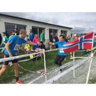Bjarne Nes får stafettpinnen av Michel Grøntvedt Van Schaardenburgh
