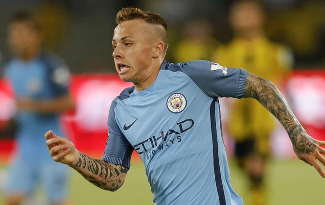 Barcelona Berminat Mendatangkan Angelino dari Manchester City