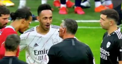 Kiper Arsenal Mengejek Virgil van Dijk sebelum Adu Penalti Community Shield
