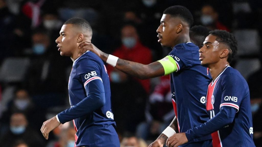 2 Gol Kylian Mbappe Bawa PSG Hancurkan Nimes 0-4