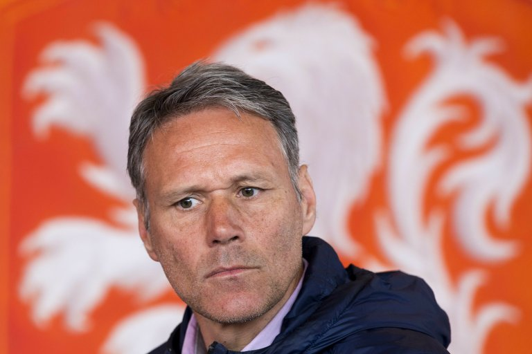 Marco van Basten Kritik Keputusan Donny van de Beek Bergabung Manchester United