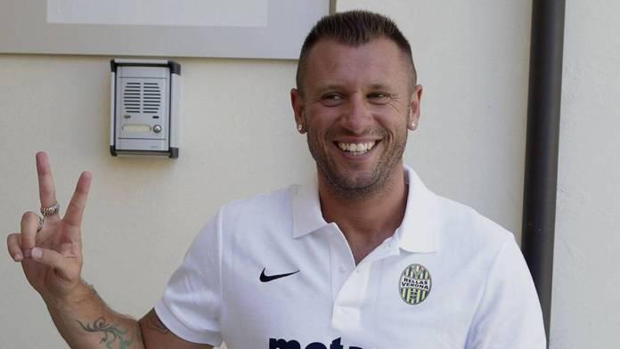 Antonio Cassano Komentari Persaingan Duo Milan Dalam Perburuan Scudetto