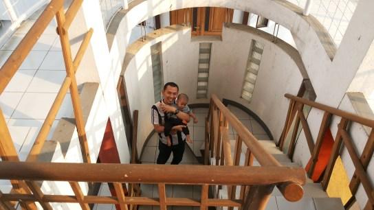 tangga menuju galeri Museum Barli