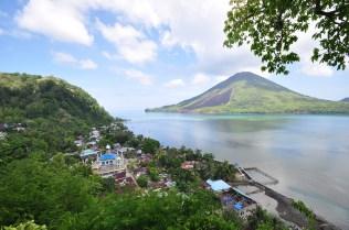 gunung-api-laut-banda-pulau-banda-besar-foto-nuri-fajriati