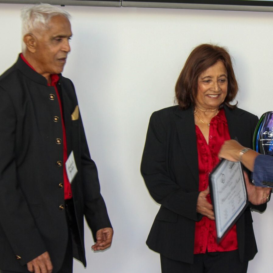 Bhupesh and Kumud Parikh receiving award