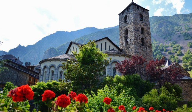 """""""Església de Sant Esteve (Andorra la Vella) - 8"""" by MARIA ROSA FERRE ✿ - Flickr: Esglèsia romànica Sant Esteve, Andorra la Vella. Licensed under CC BY-SA 2.0 via Wikimedia Commons."""