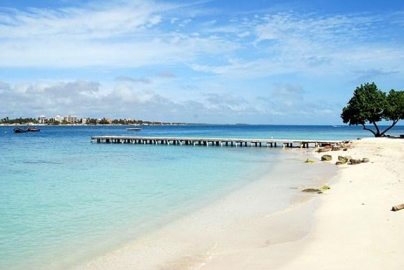 beach-resort-1259790_640