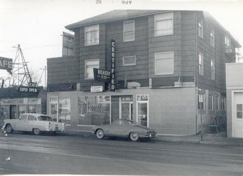 2712 NE Sandy Boulevard in Portland, Oregon circa 1960's