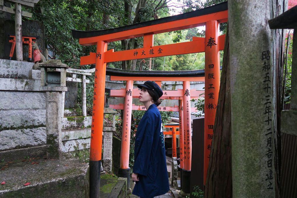 Un rincón tranquilo en Fushimi Inari en Kioto, Japón