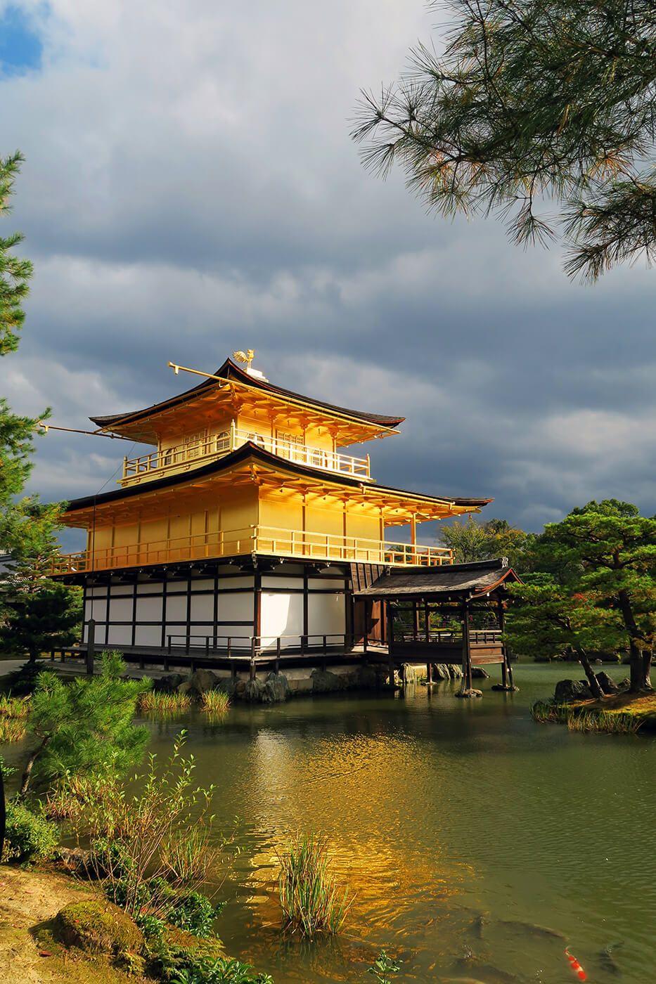 Templo Kinkakuji o Pabelló Dorado en Kioto, Japón
