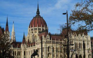 Fachada principal del Parlamento de Budapest, Hungría