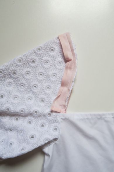 Tutorial reciclaje ropa: DIY camisa manga abullonada, añadiendo el bies al interior de la manga