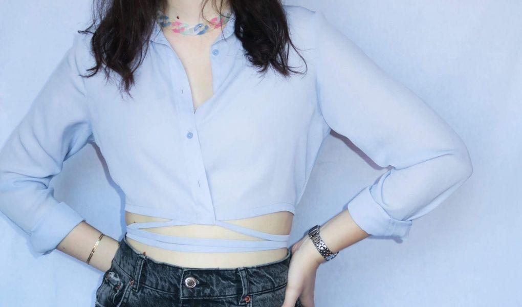 Tutorial reciclaje ropa: DIY camisa crop con tiras
