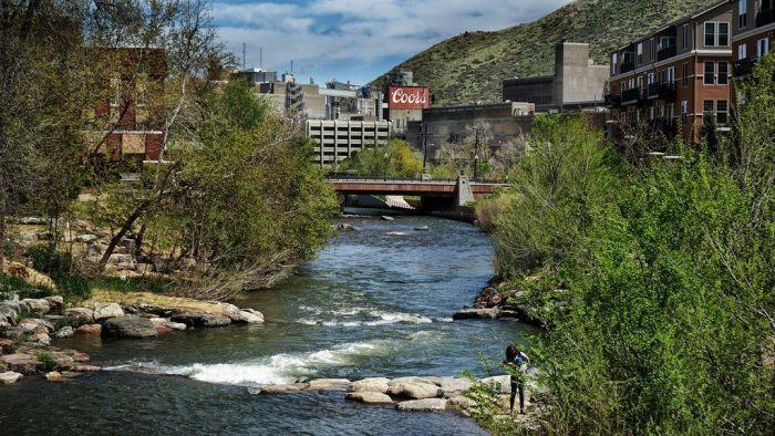 Agua de río cercano a Fábrica