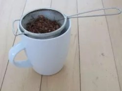 Strainer_with_rooibos_tea