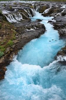 Brúarfoss je krásný vodopád zatím ukrytý před davy turistů.