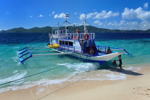Třídenní plavba lodí mezi Coronem a El Nidem