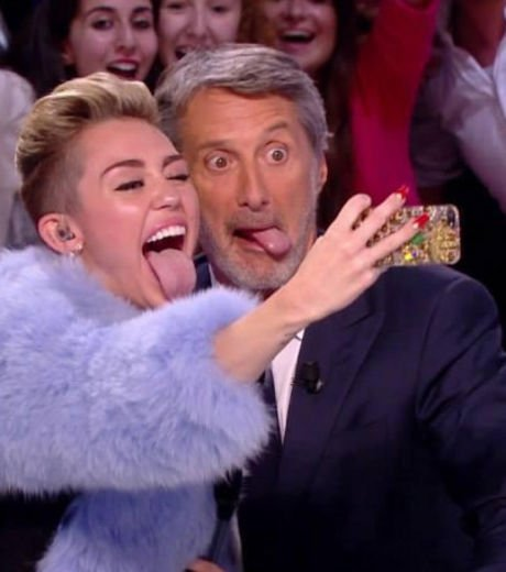 miley-cyrus-tire-la-langue-grand-journal