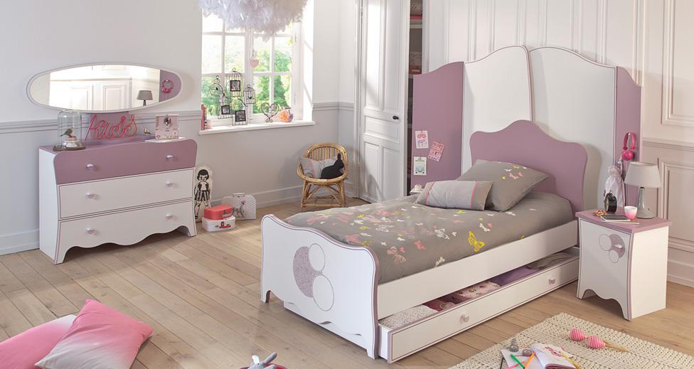 dcorer une chambre de fille with lit fer forg fille. Black Bedroom Furniture Sets. Home Design Ideas